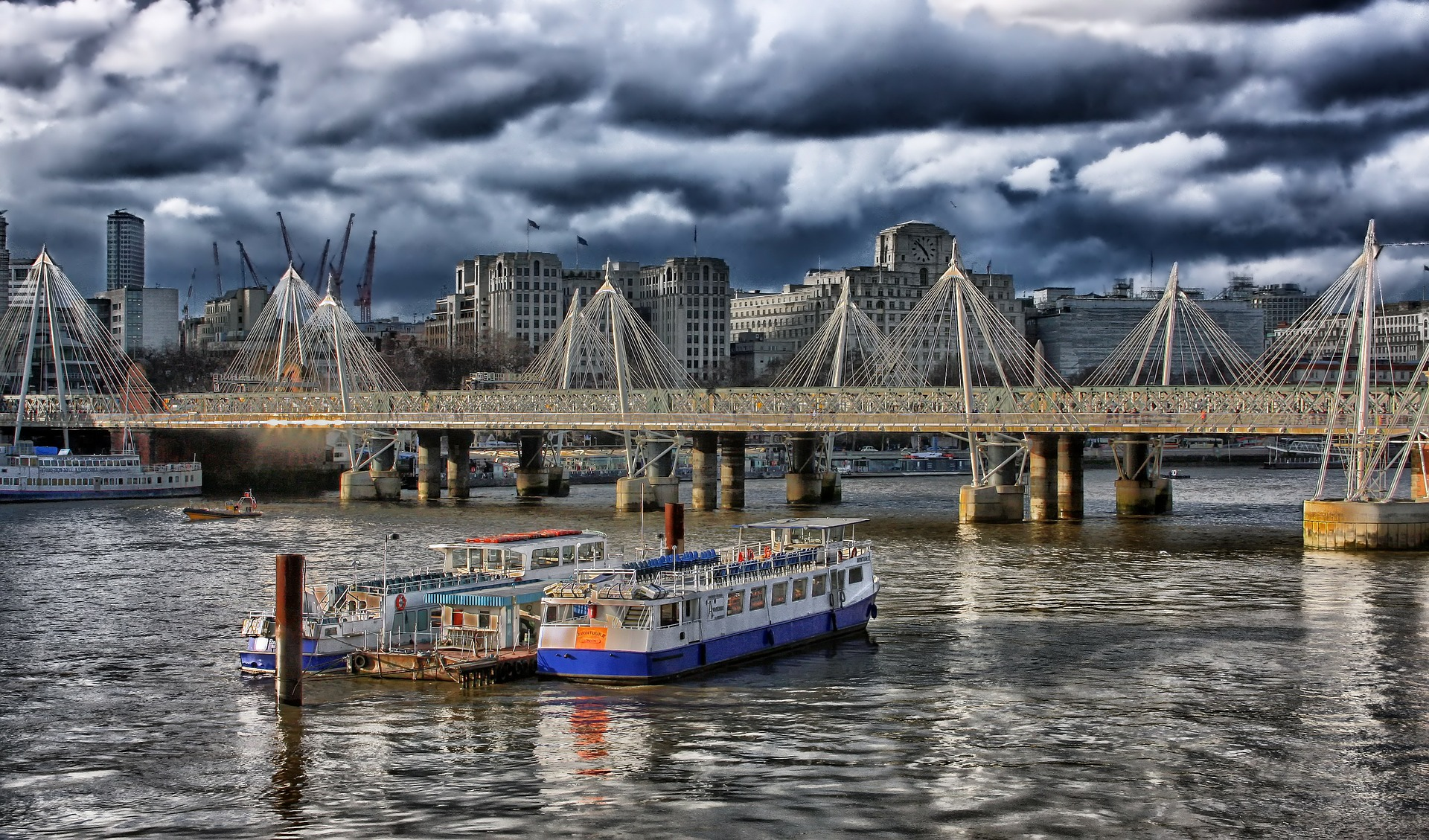 london-123778_1920
